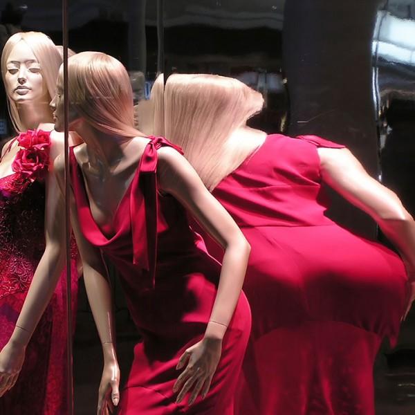 mannequin-mirror-distorted